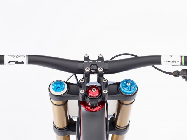 scb greg v10 stem ck headset 1 640x480
